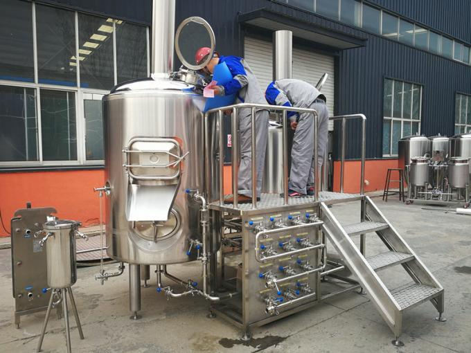 Multifunctional 500L Beer Brewing Equipment Brewhouse Combanation With 8 Fermentation Tanks