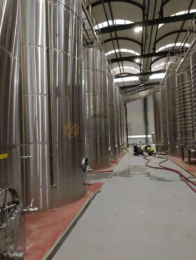 Bar Stainless Steel Wine Fermentation Tanks Customized Dimension / Capacity