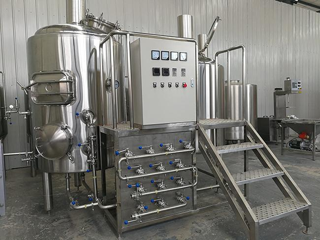 Customized 500 Litre Beer Brewing Equipment With Three Vessles Brewhouse